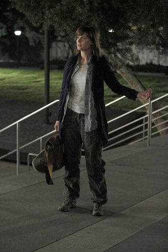 Temperance Brennan karatasi la kupamba ukuta containing a hip boot entitled The Mastodon in the Room Promo Pics