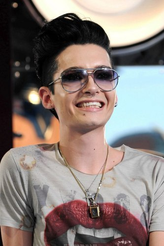 Bill Kaulitz achtergrond with sunglasses called bill kaulitz