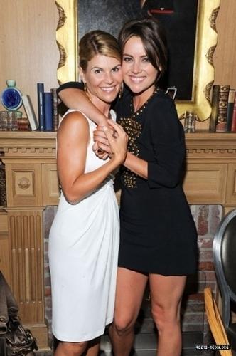 Cast @ The Buzz Girls Creatives cena 90210