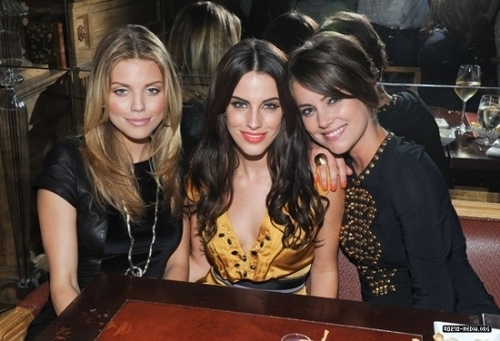 Cast @ The Buzz Girls Creatives 공식 만찬, 저녁 식사 90210