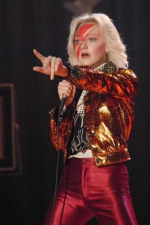 cherie currie dakota fanning. Cherie as David Bowie