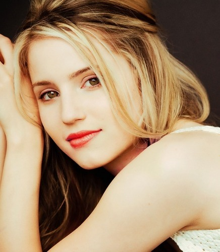 Dianna Agron wallpaper containing a portrait titled Diana Agron