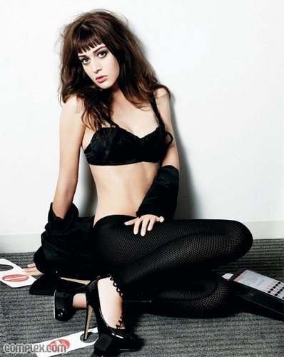 Lizzy Caplan wallpaper possibly containing hosiery, bare legs, and attractiveness titled Lizzy!