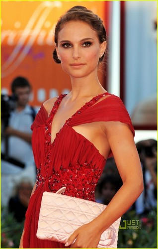 Natalie Portman 'Black Swan' Premiere at Venice Film Festival!