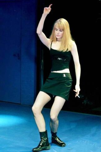 Nicole Kidman wallpaper with a leotard and tights entitled Nicole Kidman on stage in The Blue Room