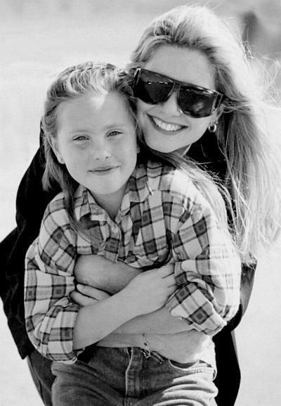 Olivia and her daughter Chloe - Olivia Newton-John Photo