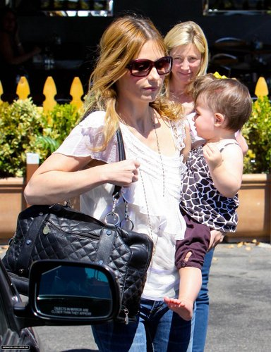 Sarah & シャルロット, シャーロット out in Brentwood