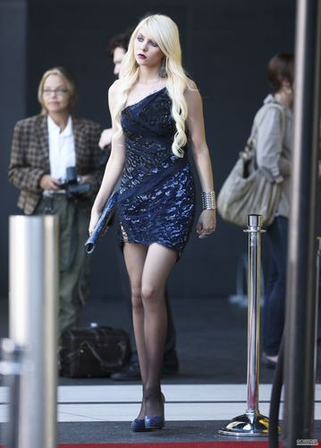 Taylor Momsen on the set