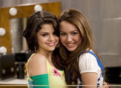 Miley Cyrus vs. Selena Gomez karatasi la kupamba ukuta possibly containing a portrait entitled good Marafiki