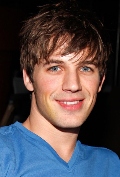 http://images4.fanpop.com/image/photos/15200000/matt-lanter-matt-lanter-15266527-406-600.jpg