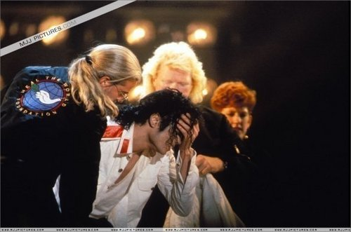 ohh michael crying :((