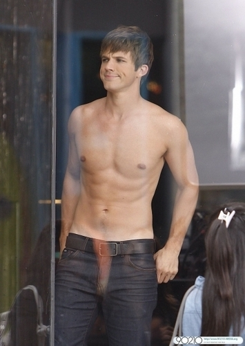 90210 Behind the scenes Matt lanter and shanae grimes on set (S3)  - liam-and-annie Photo