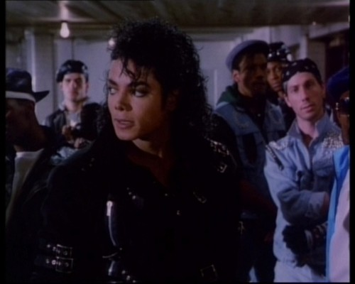 Michael Jackson Музыка Видео Обои probably with a business suit, a well dressed person, and a portrait called Bad