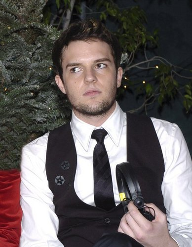 Brandon Flowers, there was no images UNTIL NOW!