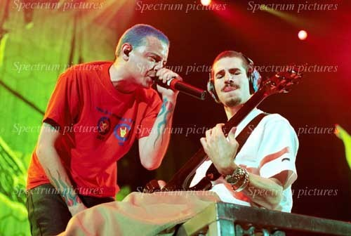 Chester Bennington wallpaper possibly containing a concerto entitled Chester <3
