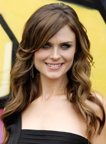 Emily Deschanel wallpaper containing a portrait called Emily Deschanel