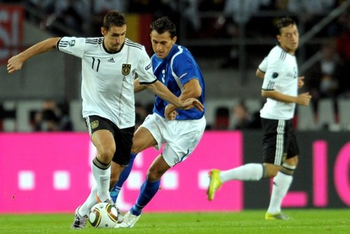 Mesut Özil 壁纸 possibly with a fullback, a 足球 player, and a 前锋, 期待 called Germany (6) - Aserbaidschan (1)