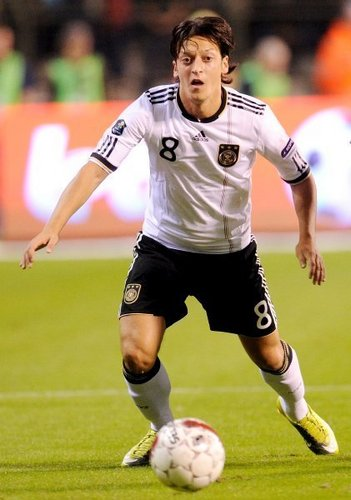 Mesut Özil wallpaper containing a soccer ball, a soccer player, and a fullback entitled Germany (6) - Aserbaidschan (1)