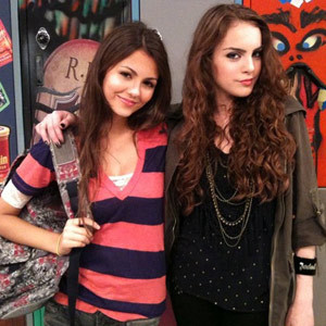 Jade West (Elizabeth Gillies) and Tori Vega (Victoria Justice)