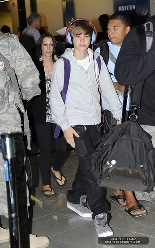 Justin Bieber at Baltimore Airport(September 6th)