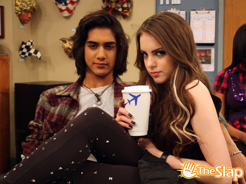 elizabeth gillies and avan jogia relationship