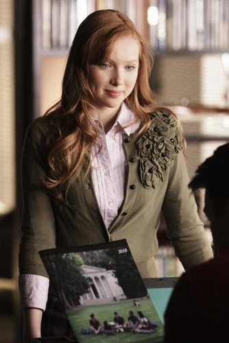 molly quinn kertas dinding containing a business suit called MOLLY