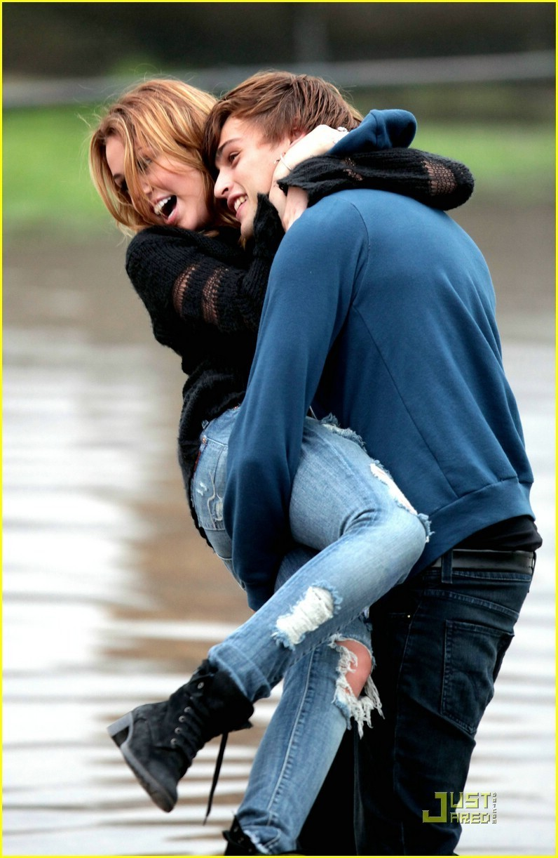 Miley on set LOL - miley-cyrus photo