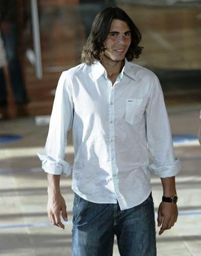 Rafa in a comfortable camicia
