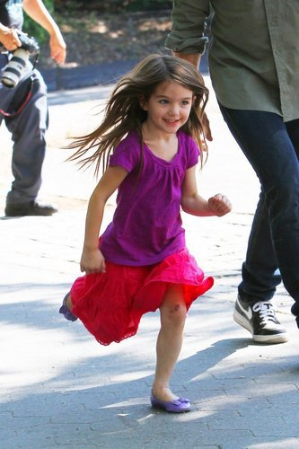Renesmee running to Jacobs house