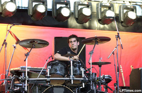 Rob Bourdon wallpaper with a drummer, a concert, and a guitarist called Rob <3
