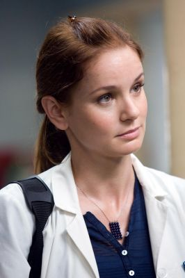 TV Female Characters پیپر وال probably with a portrait entitled Sara Tancredi - Prison Break