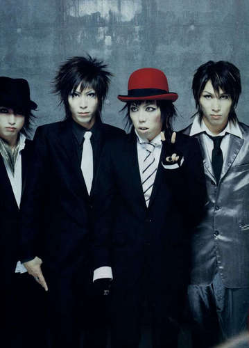 Jrock Hintergrund with a business suit, a suit, and a three piece suit titled SiD