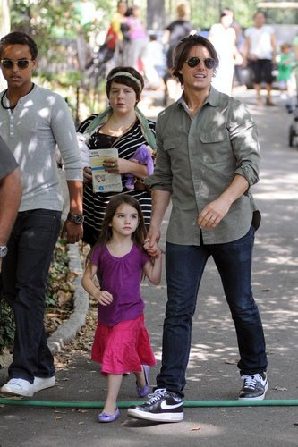 Tom Cruise and Suri: Flying Act