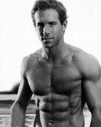 UNF - ryan-reynolds Photo