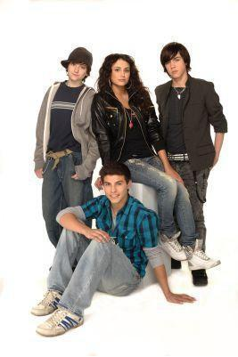 Degrassi: The siguiente Generation fondo de pantalla possibly with a well dressed person, long trousers, and an outerwear entitled wow
