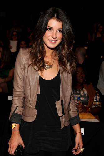 Actress Shenae Grimes attends starbucks