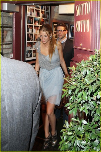 "Blake Lively @ ""The Town"" cast le dîner, salle à manger in Toronto"