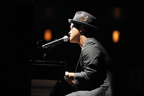 Bruno Mars rehearses at the Nokia Theater for the 2010 엠티비 VMAs.