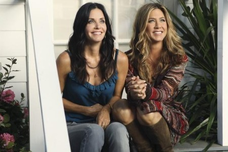 Cougar Town wallpaper possibly containing a portrait entitled Cougar Town - Episode 2.01 - All Mixed Up - Promotional Photos feat Jennifer Aniston