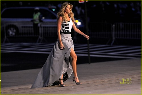 Gisele Bundchen: pista Ready for Fashion's Night Out!