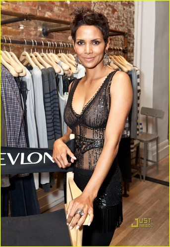 Halle Berry: Fashion's Night Out with Ralph Lauren!