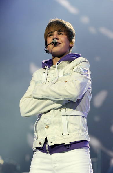 justin bieber my world tour pictures. Justin Bieber quot;My Worldquot; Tour