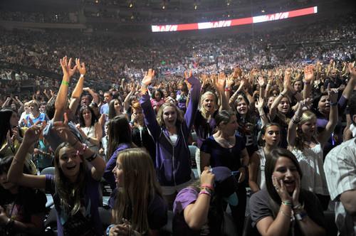 "Justin Bieber ""My World"" Tour With Sean Kingston"
