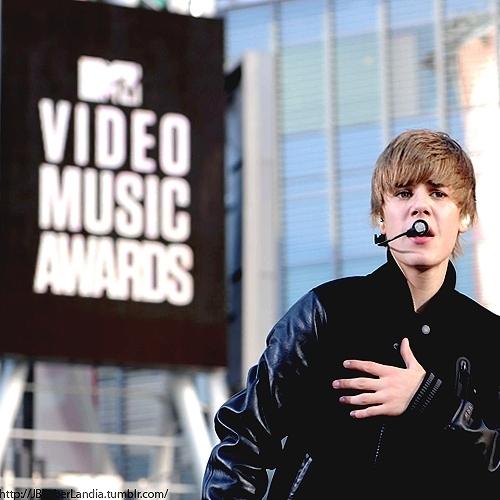Justin Bieber rehearsing 4 MTV vma