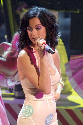 "Katy Perry Performing On Italian ""X Factor"""