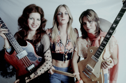 The Runaways karatasi la kupamba ukuta possibly containing a guitarist entitled Micki Steele, Sandy West & Joan Jett - 1975