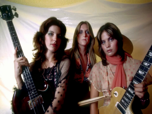 Les Runaways fond d'écran with a guitarist entitled Micki Steele, Sandy West & Joan Jett - 1975