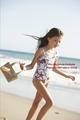 Nessie running on La Pus de praia, praia
