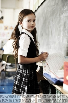 Renesmee on her first dia of dchool