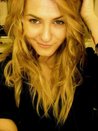 Scout Taylor-Compton Обои probably with a portrait entitled Scout